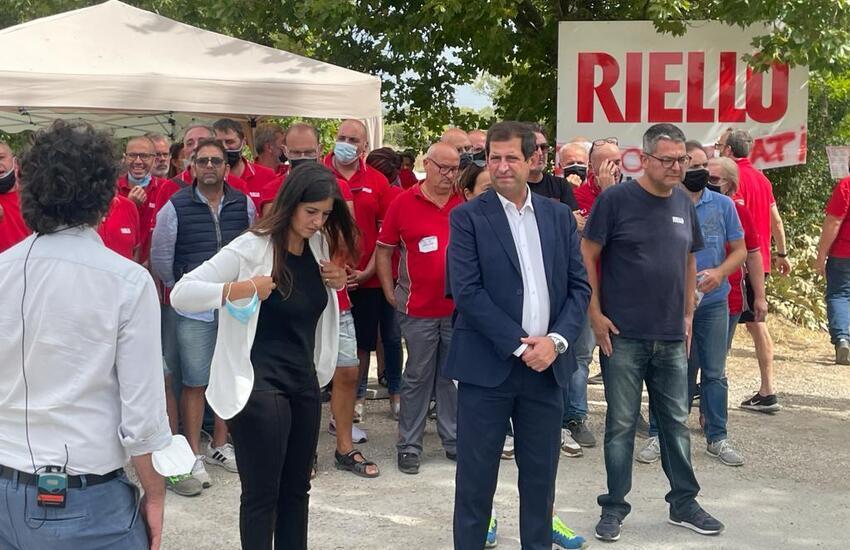 Riello: Quaresimale incontra lavoratori in presidio davanti stabilimento Cepagatti