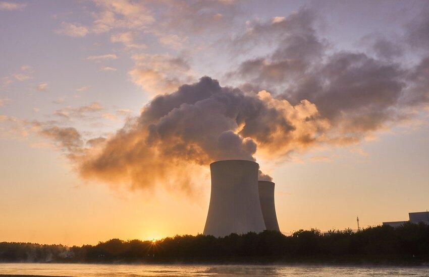 Caro bollette: Salvini e Moratti favorevoli a centrale nucleare in Lombardia