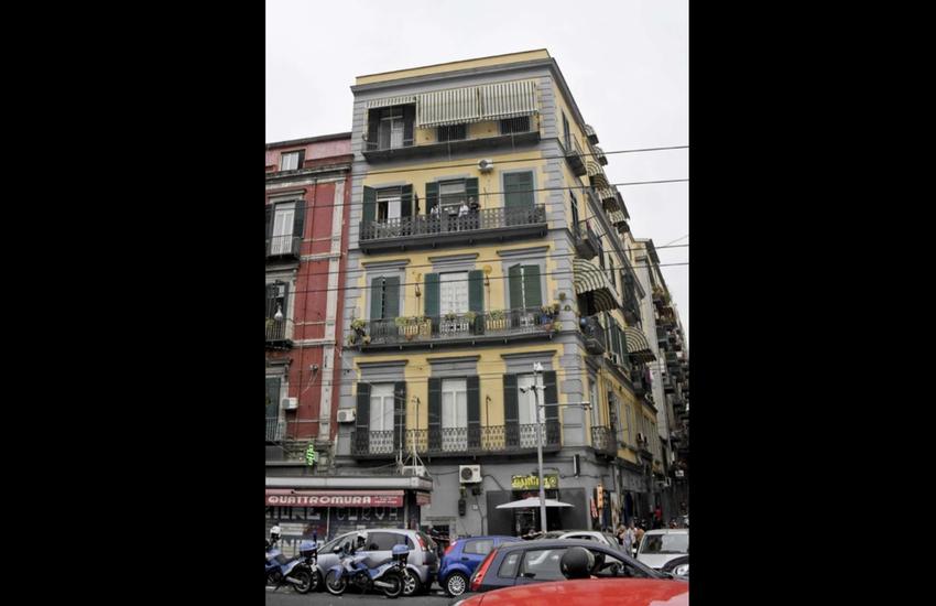 Bimbo caduto dal balcone a Napoli: forse non è stato un incidente, ma un omicidio