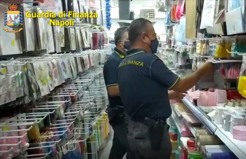 Ancora sequestri nei negozi cinesi tra Nola e Caivano: oltre 3 milioni di prodotti non a norma (VIDEO)