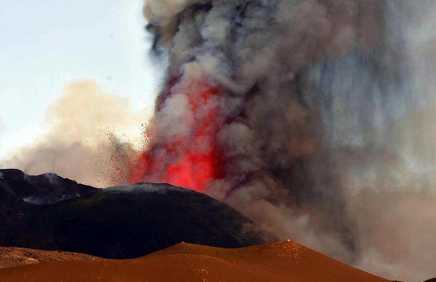 Etna: uno studio rivela la vita delle fontane di lava