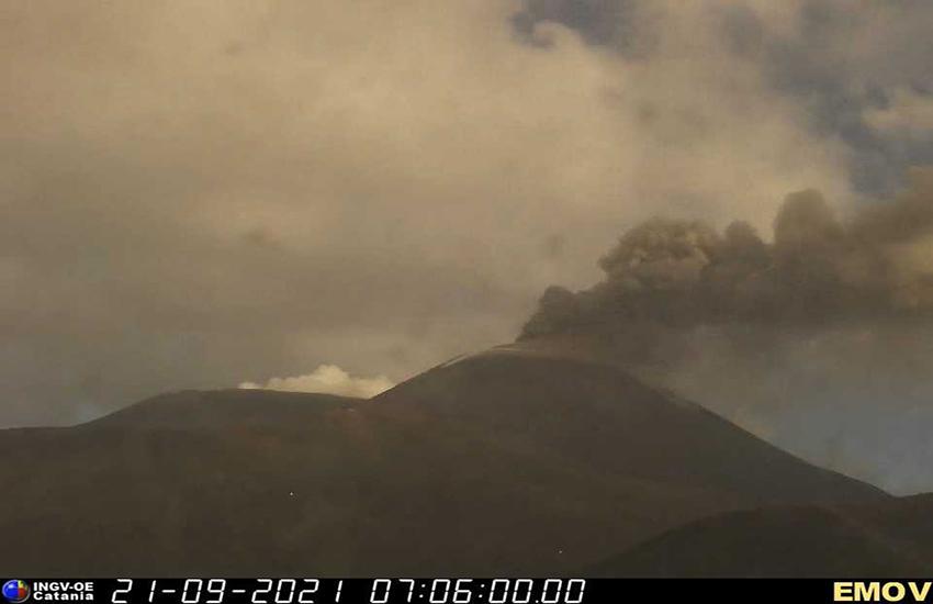 Etna: nuova eruzione con emissione di cenere