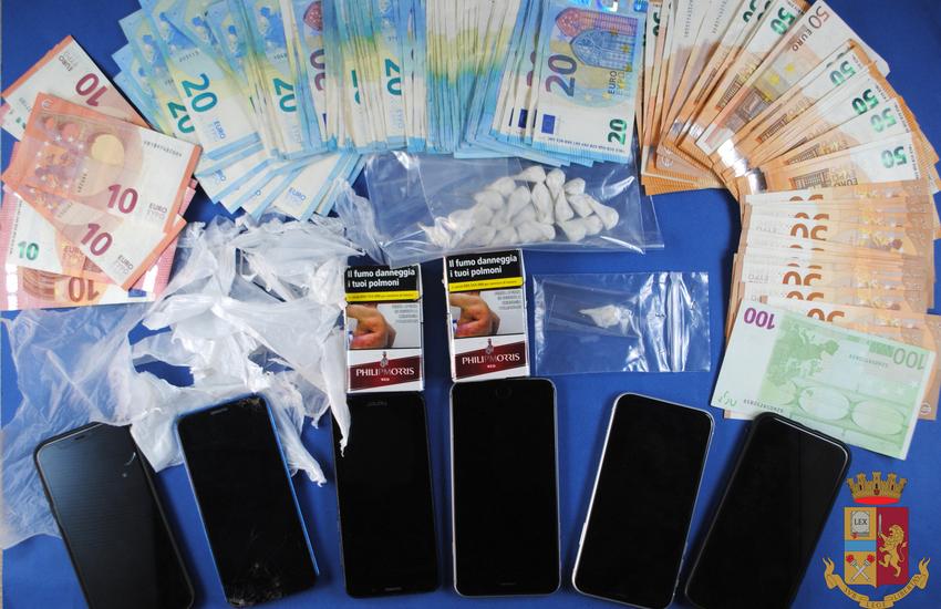 Spaccio di cocaina in centro: arrestati tre giovani