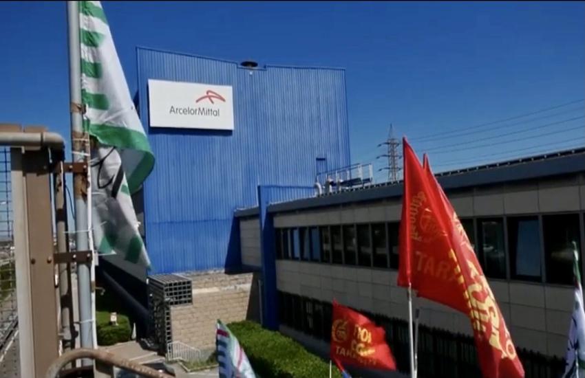 Taranto: Nuovo incidente all'ex Ilva, un operaio ferito (Video)
