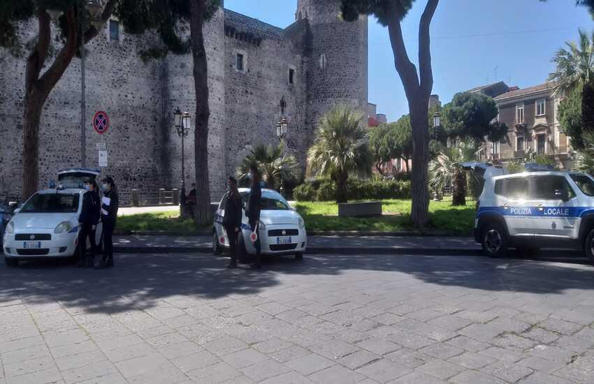 Catania, zona Castello Ursino, lotta a chi non rispetta l'area pedonale: 39 verbali