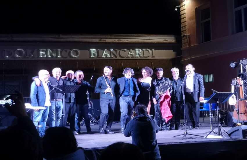 Patrizio Rispo e Diego Moreno accendono la notte di Avella a ritmo di tango nel nome di Maradona