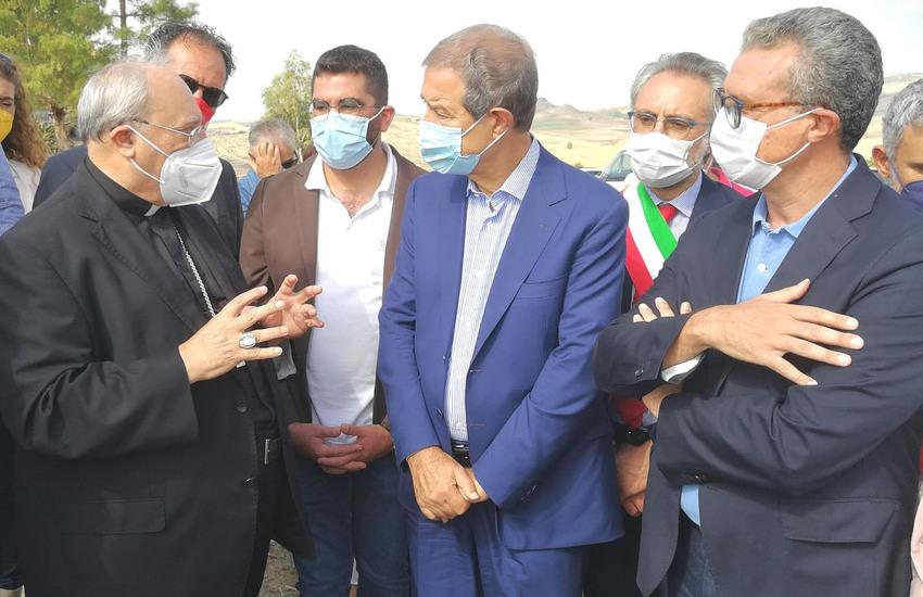 """Feudo confiscato ai boss, Musumeci visita Verbumcaudo: """"Modello per i giovani"""""""