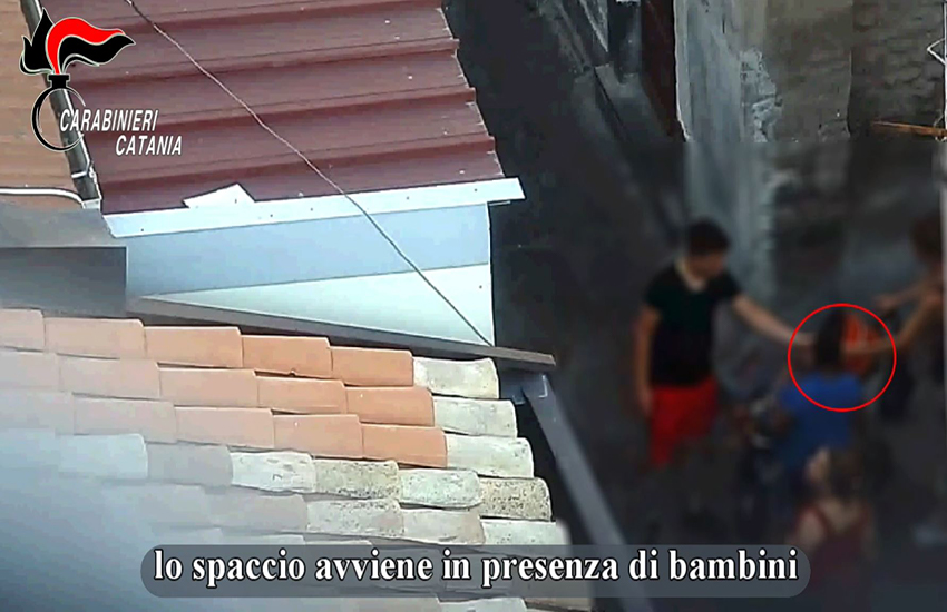 La mafia sfrutta bambini di 10 anni per lo spaccio: 20 arresti a Catania (NOMI e FOTO)