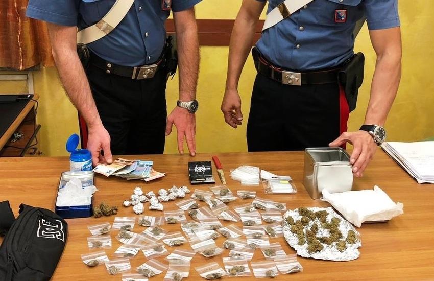 Tor Bella Monaca, carabinieri arrestano 15 persone e sequestrano centinaia di dosi di droga