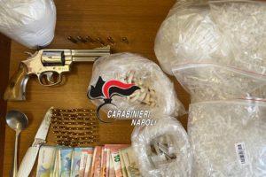 Blitz a Scampia: maxi-sequestro di armi e droga. Trovati e fatti brillare anche due ordigni esplosivi (VIDEO)