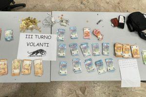 Sampierdarena, rubano 10 mila euro dalle casse di un negozio e aggrediscono due agenti