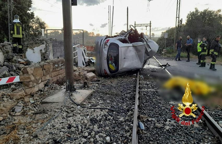 Catania, tragedia sull'Asse dei Servizi: auto sbatte contro colonna, morte due donne