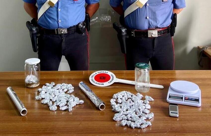 Bronte, nascondeva la droga sotto le pietre: uno spacciatore arrestato ed un denunciato
