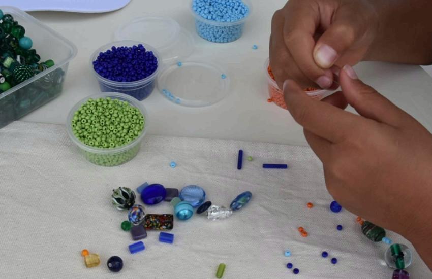 """The Venice Glass Week, al Lido il laboratorio """"Impiraperle per un giorno"""""""