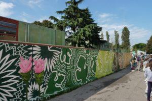 """Inaugurato il nuovo murales che decora il muro di cinta dell'istituto comprensivo """"Colombo"""" di Chirignago"""