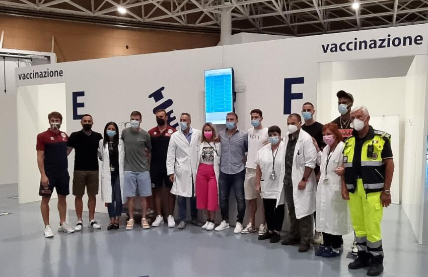 Marghera, vaccinazioni rilanciate dai testimonial della Reyer e dall'allenatore del Venezia Calcio