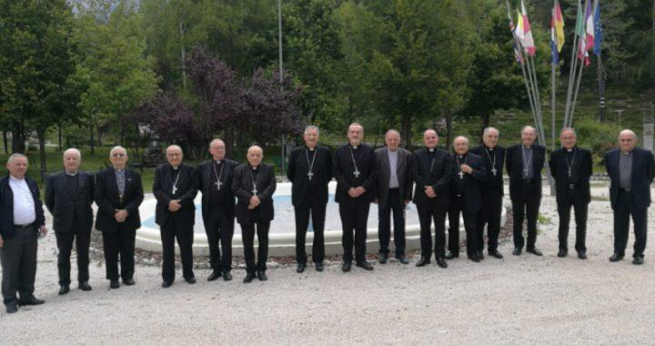 Vescovi del Nordest e Patriarca di Gerusalemme Pizzaballa: incontro informale in Cadore