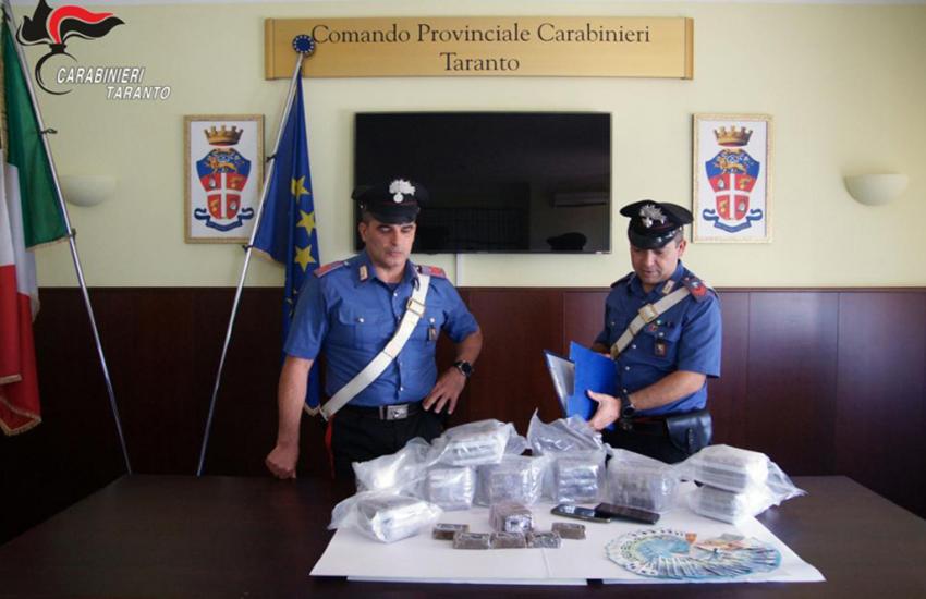 Taranto, 10 chili di droga in auto: arrestato