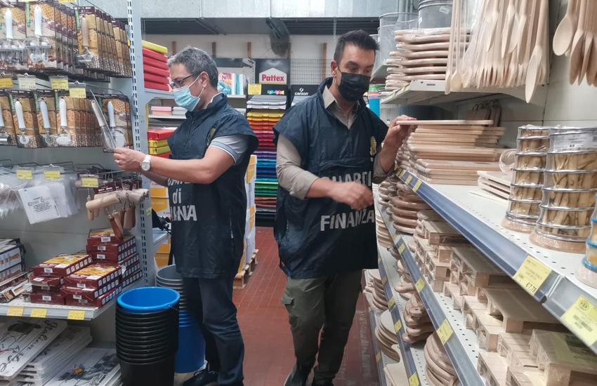 Castenaso: sequestrati oltre 12.000 prodotti
