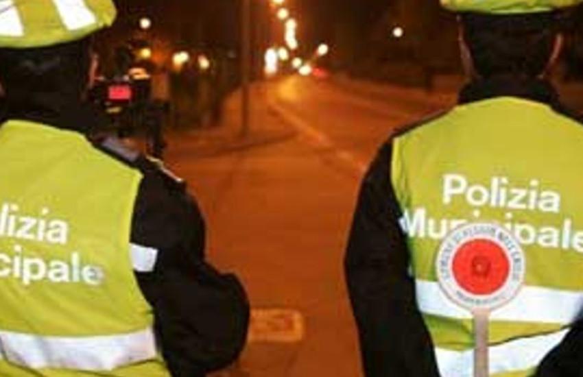Ubriaco sfreccia per Torino alla guida di un carro attrezzi: denunciato