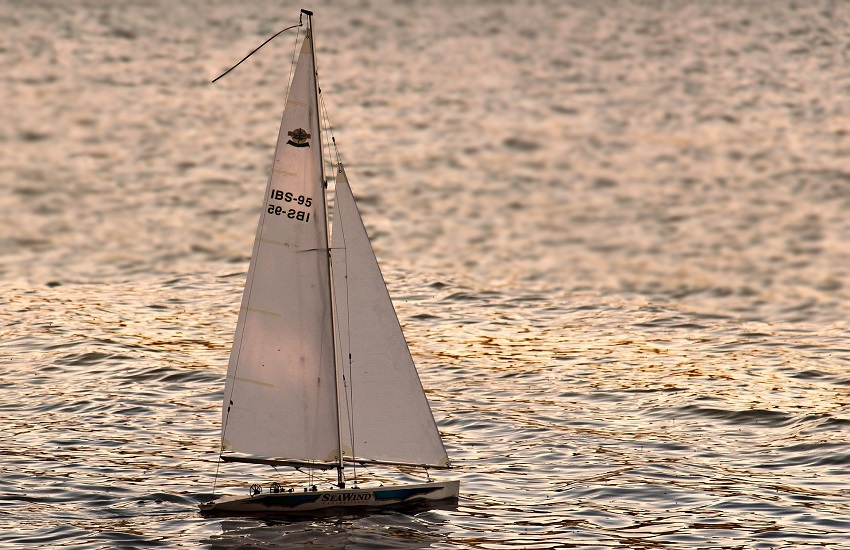 Bloccati a Panama per le restrizioni anti-Covid: si salvano in barca a vela