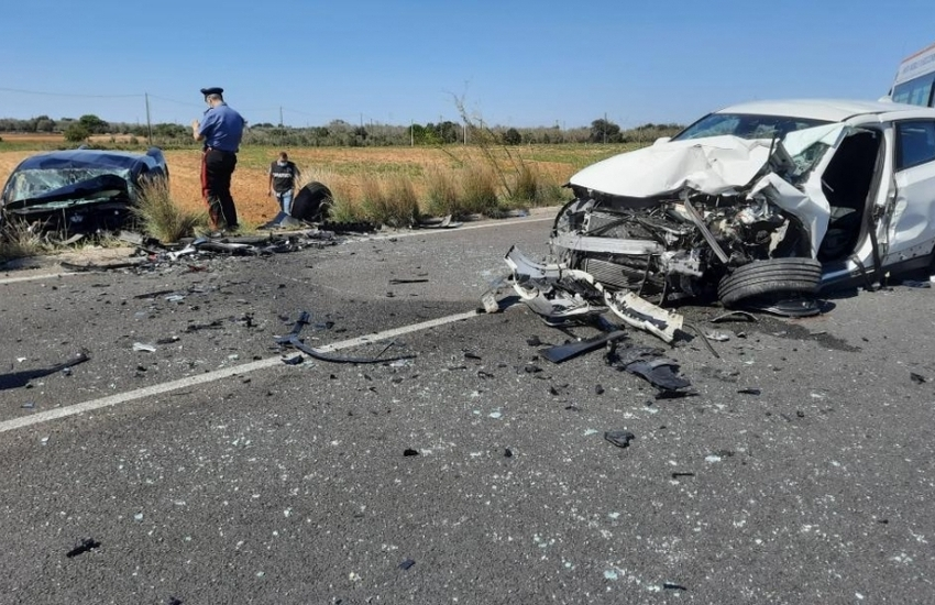 Terribile incidente nel Salento, scontro frontale sulla provinciale. Sei feriti, tra cui due bambini
