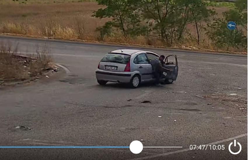 Pontinia, 'beccato' mentre butta l'immondizia per strada grazie alla video sorveglianza. Multato