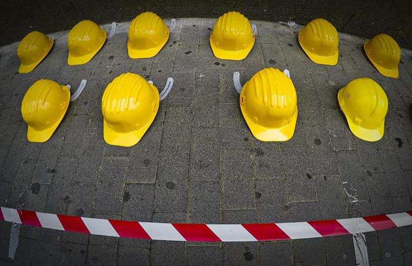 Incidente sul lavoro. Cade da ponteggio, 68enne al Fazzi con codice rosso