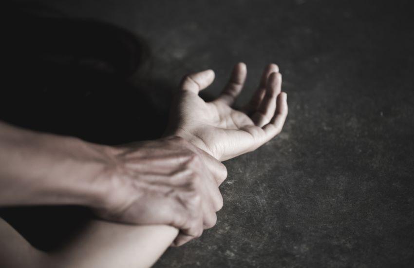 Ostia, 20enne ridotta in schiavitù dal fidanzato: la costringeva a prostituirsi