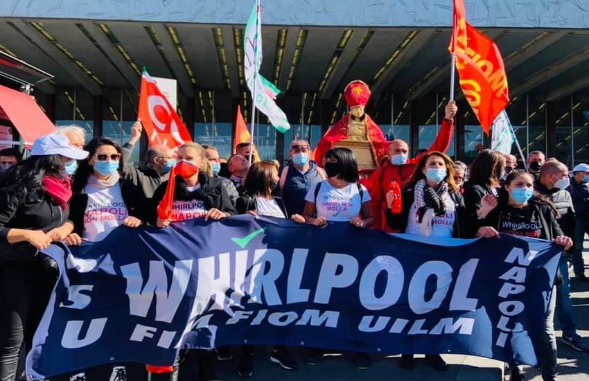 """Whirlpool, anche San Gennaro al Mise con gli operai: """"Governo e azienda si assumano le loro responsabilità"""""""