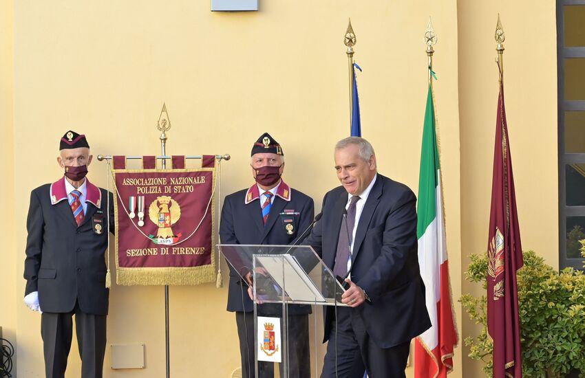 Mortalmente ferito durante un conflitto a fuoco: caserma della Polizia di Stato di Lungarno della Zecca Vecchia intitolata a Fausto Dionisi