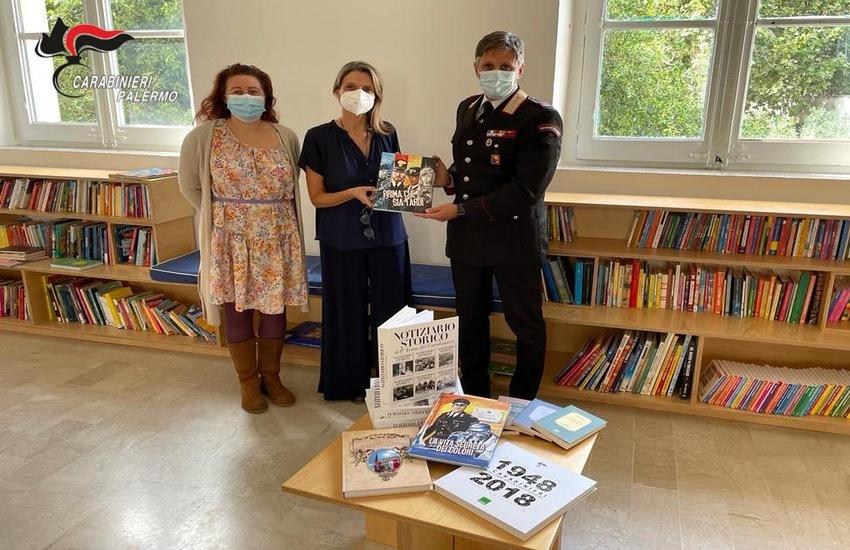 Palermo, Carabinieri donano libri e fumetti ai ragazzi dei quartieri