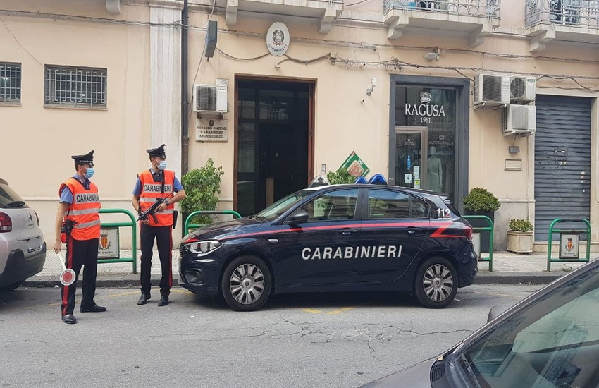 Via Nino Bixio, Carabinieri arrestano 22enne che aveva derubato negozio di ottica