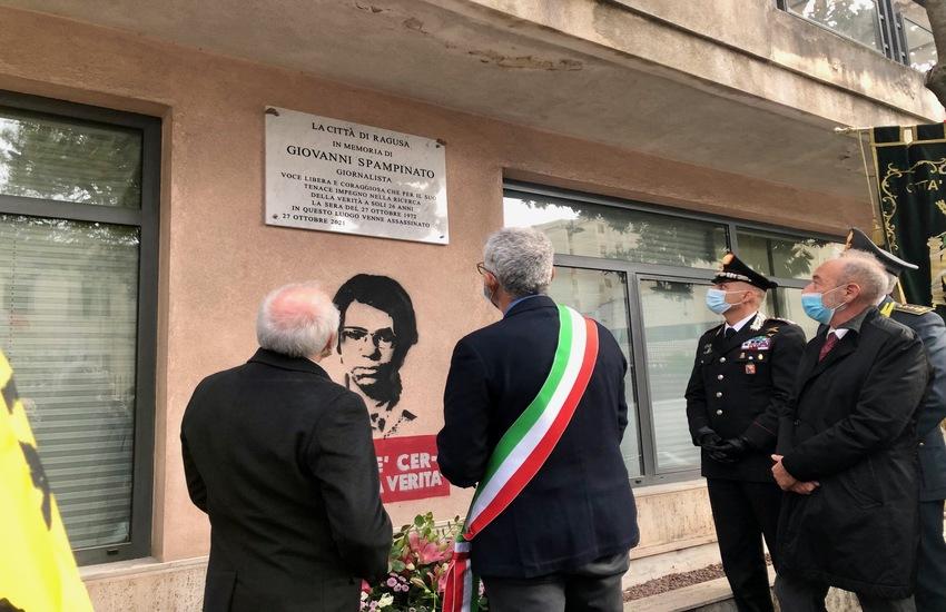 A Ragusa una lapide in ricordo di Giovanni Spampinato, giovane giornalista ragusano ucciso il 27 ottobre del 1972