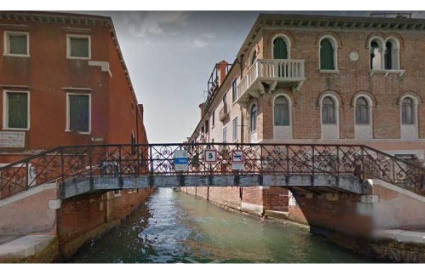 Venezia, la Giunta approva i lavori di ripristino del ponte Piccolo alla Giudecca e l'eliminazione delle barriere architettoniche