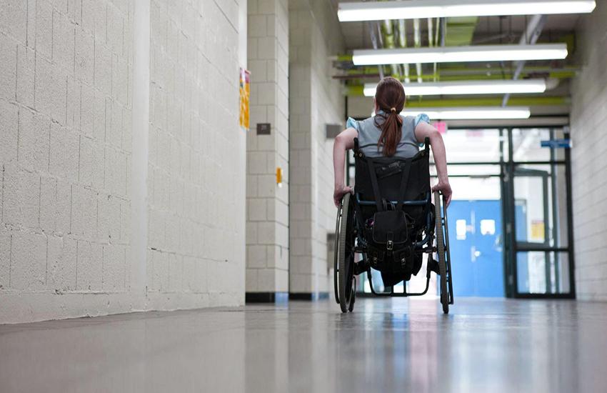 """Disabili e assistenza negata nelle scuole: """"Basta sfregiare la dignità dei nostri bambini"""""""