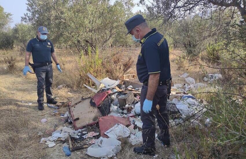 Partinico, scoperta discarica di rifiuti pericolosi in contrada Turrisi Soprana (VIDEO)